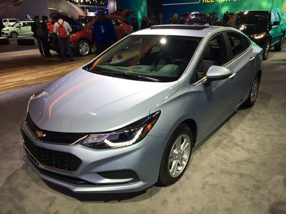 chevy touts 52 mpg cruze diesel lotpro. Black Bedroom Furniture Sets. Home Design Ideas