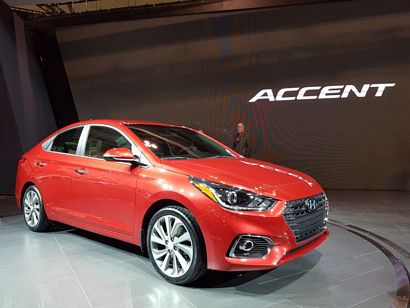 2018 Hyundai Accent front 3/4 view