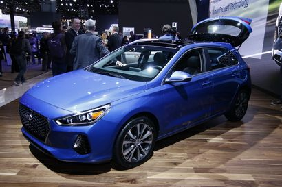 2018 Hyundai Elantra GT intro with hatch open