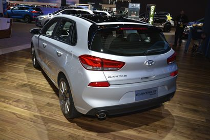 2018 Hyundai Elantra GT rear 7/8 view