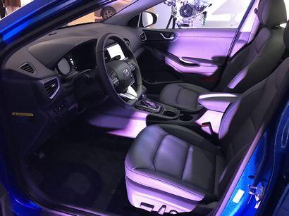 2017 Hyundai Ioniq Hybrid front seats