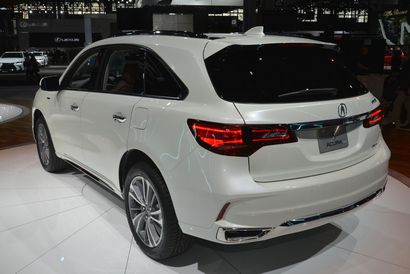 2017 Acura MDX rear 3/4 view