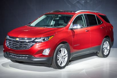2018 Chevrolet Equinox reveal front 3/4 view