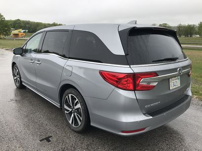 2018 Honda Odyssey Elite rear 3/4 view