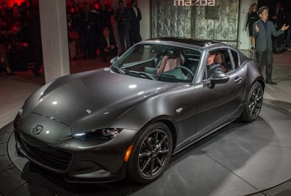 2017 Mazda MX-5 Miata RF intro front 3/4 view