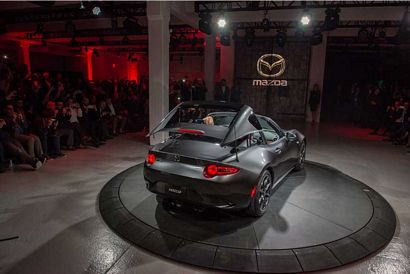 2017 Mazda MX-5 Miata RF intro rear 7/8 top retracting
