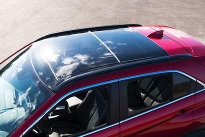 2018 Mitsubishi Eclipse Cross panoramic sunroof detail