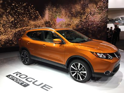 2017 Nissan Rogue Sport front 3/4 view