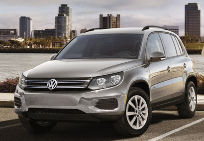 2017 Volkswagen Tiguan Limited showing Premium Package 17-inch alloy wheels